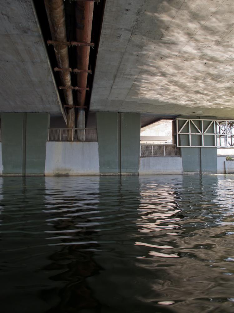 Pod mostem (fot. własna)