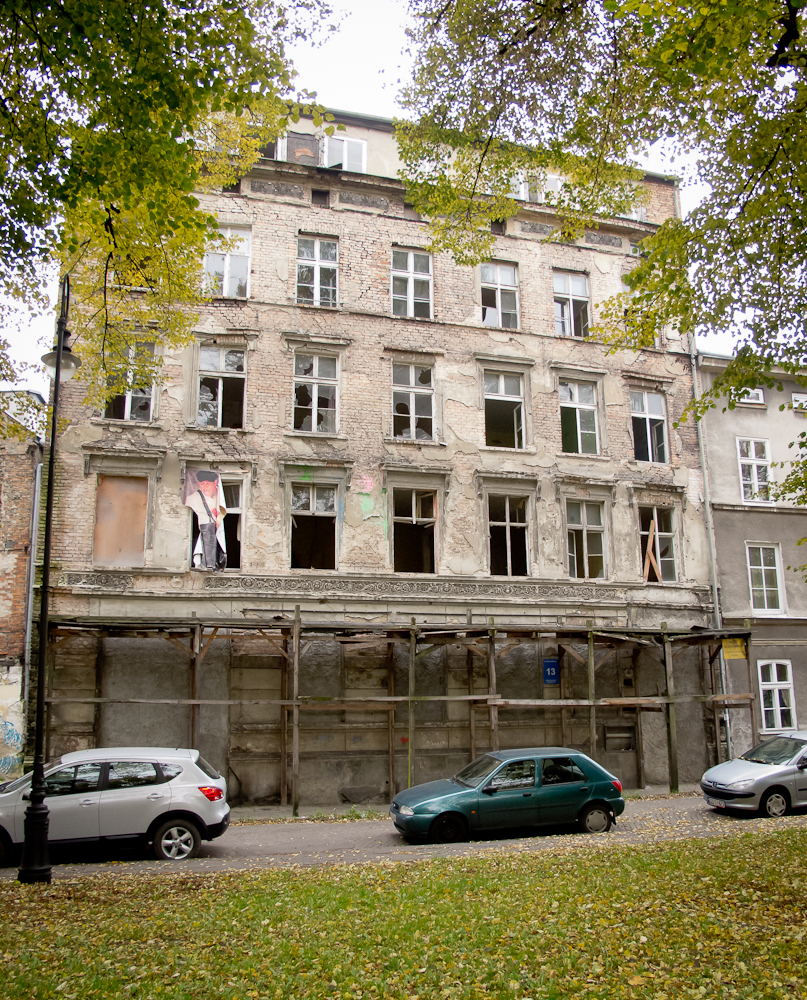 Budynek kiedyś mieszkalny, dziś do rozbiórki (fot. własna)