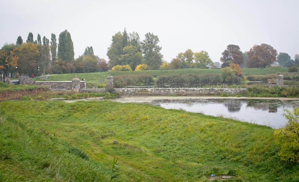 Kamienna grobla łączy się ze Świńską Głową (fot. własna)