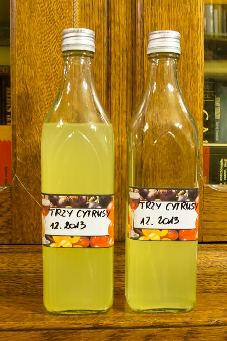 Trzy cytrusy w butelkach (fot. własna)