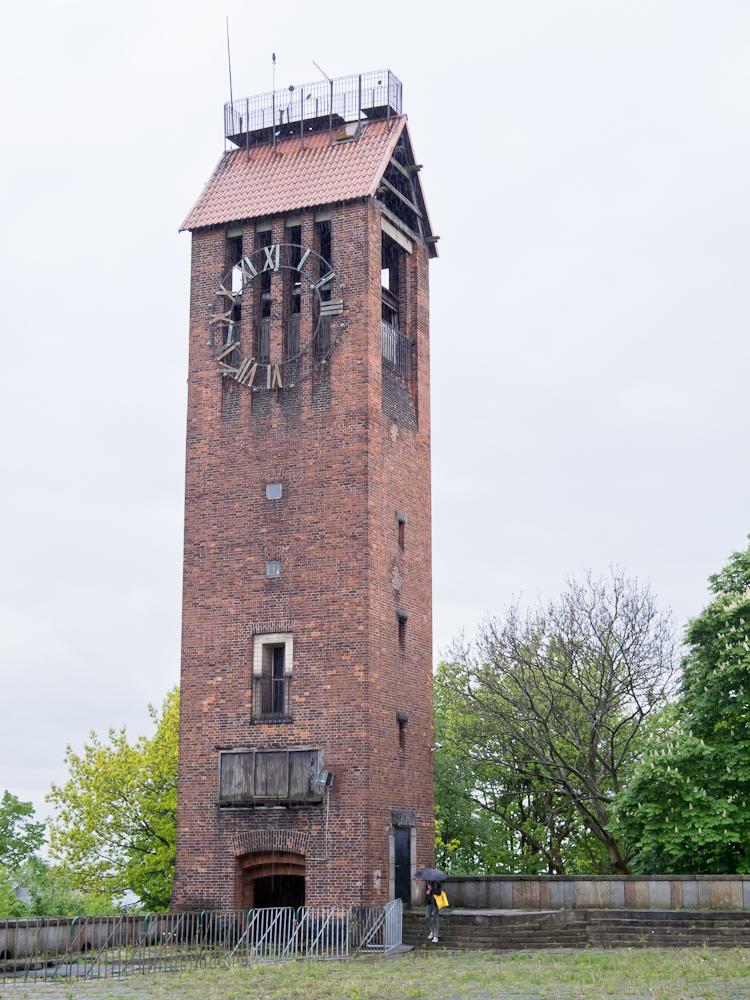Wieża zegarowa od strony tarasu