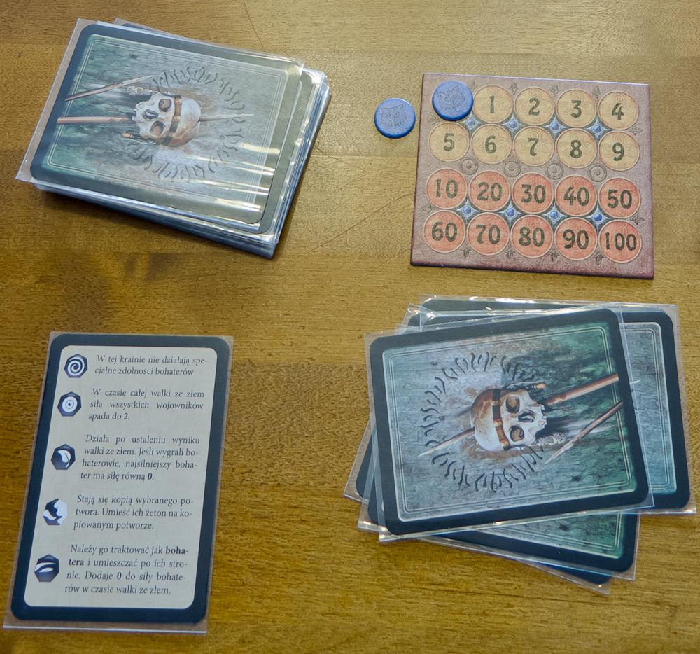 Karta do liczenia punktów i ściąga z charakterystyką potworów.