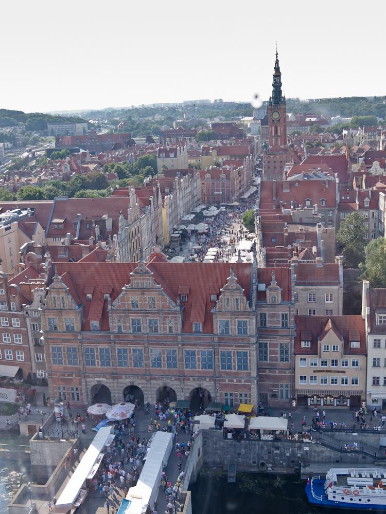 Główne Miasto  z jego najbardziej rozpoznawalnymi budynkami