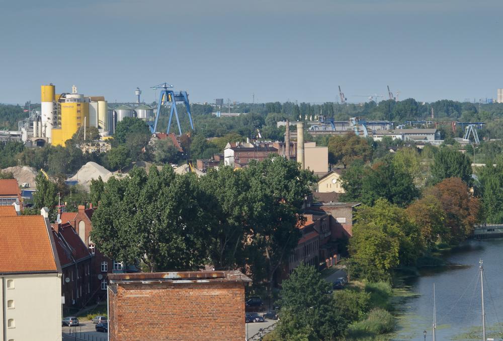 Widać tereny przemysłowe i stoczniowe