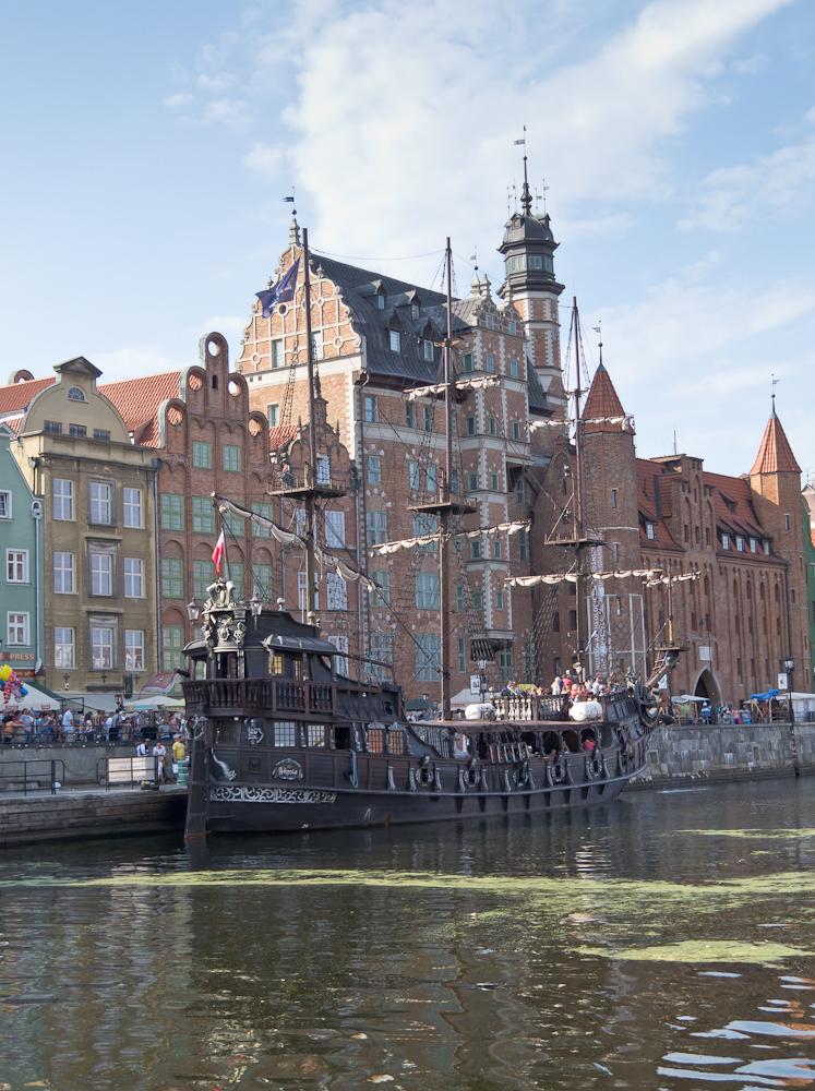 Inna atrakcja dla zwiedzających: statek turystyczny Czarna Perła