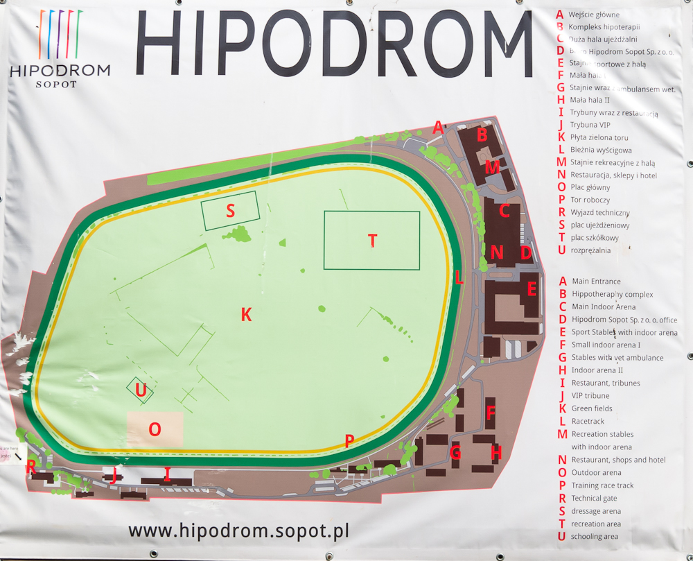 Plan hipodromu na pewno ułatwi poruszanie się po terenie, ale bardzo łatwo zorientujecie się w sytuacji i bez tego.
