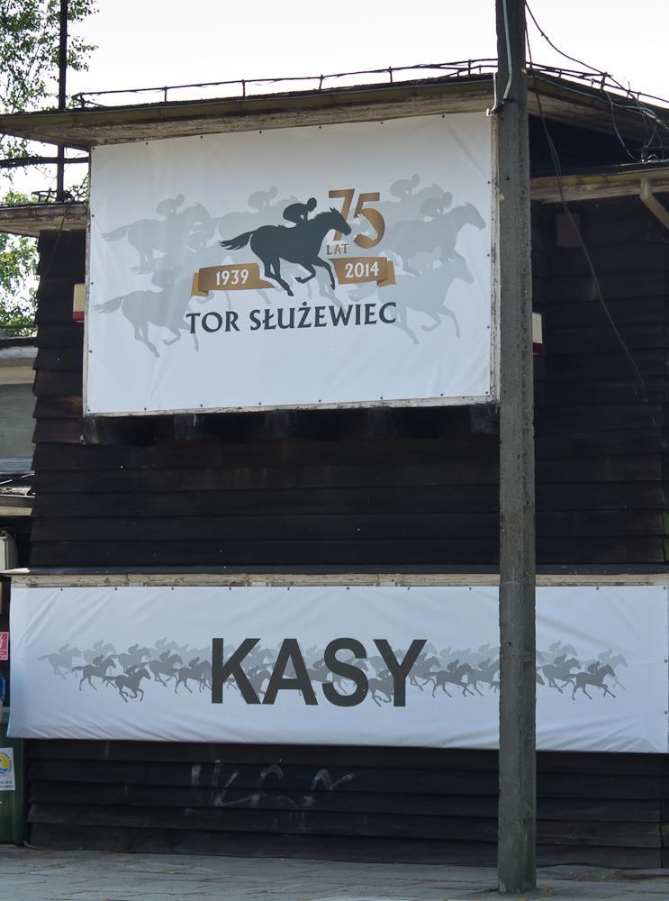 Co ciekawe, obsługa wyścigó zorganizowana została przez warszawski Służewiec.